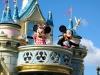 Микки и Минни на балконе