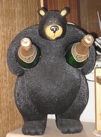 Медведь с шампанским