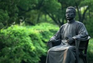 Лу Синь - статуя в Парке Шанхая