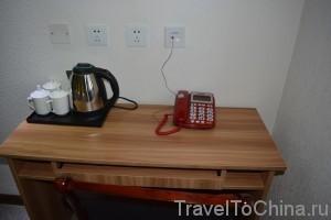 Телефон и чайный набор