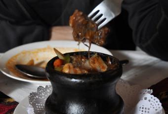 Тушеная говядина в горшочке